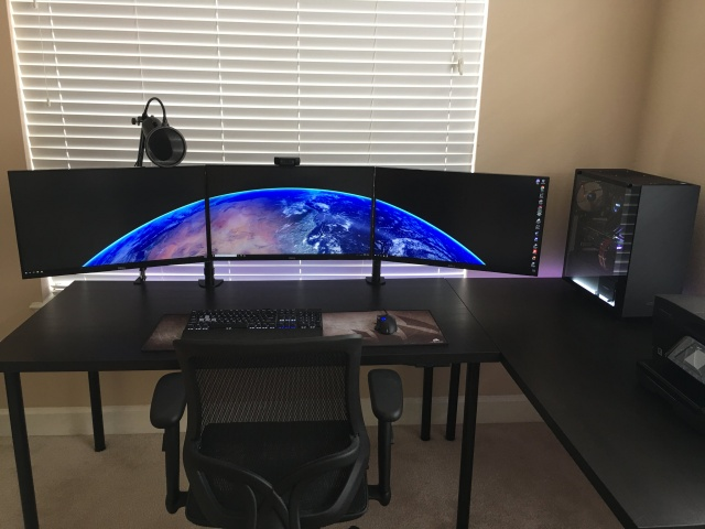 PC_Desk_MultiDisplay110_57.jpg