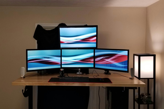 PC_Desk_MultiDisplay110_79.jpg