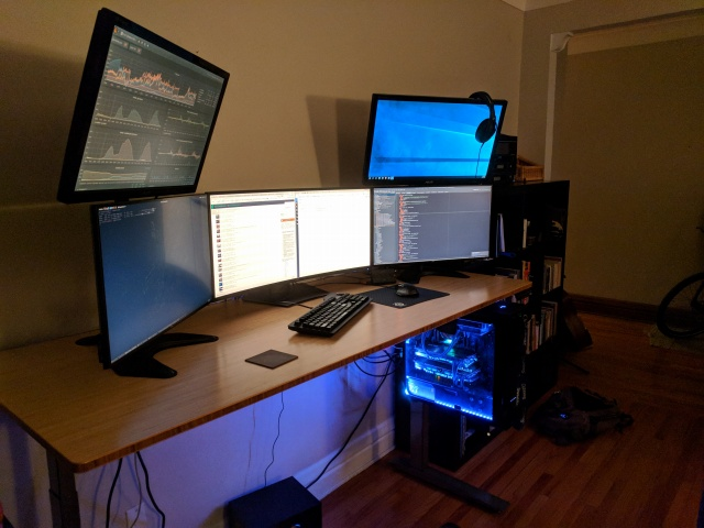 PC_Desk_MultiDisplay111_01.jpg