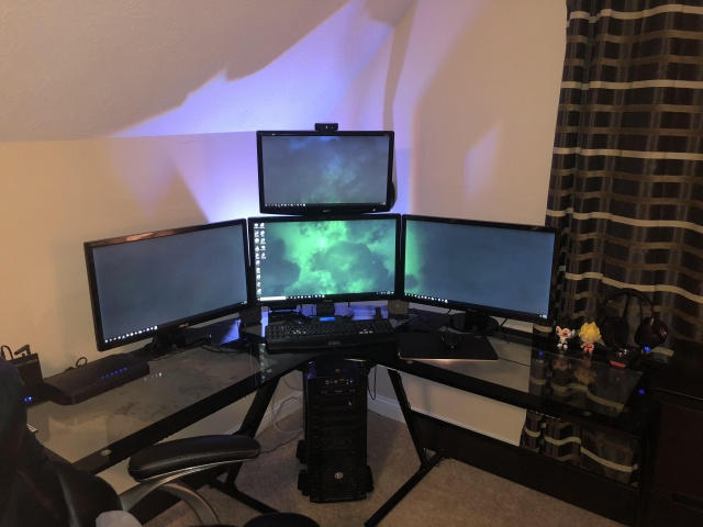 PC_Desk_MultiDisplay111_37.jpg
