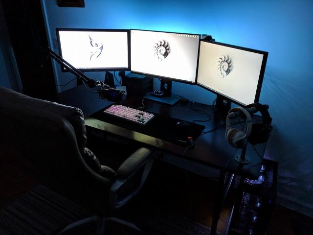 PC_Desk_MultiDisplay111_53.jpg