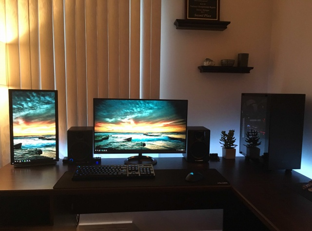 PC_Desk_MultiDisplay111_72.jpg
