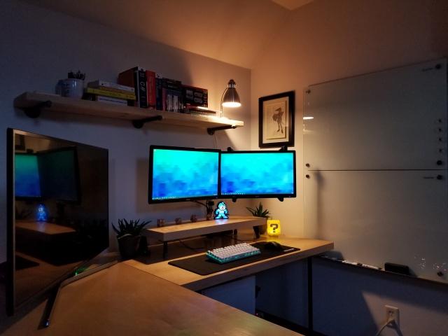 PC_Desk_MultiDisplay111_77.jpg