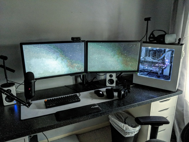 PC_Desk_MultiDisplay111_84.jpg
