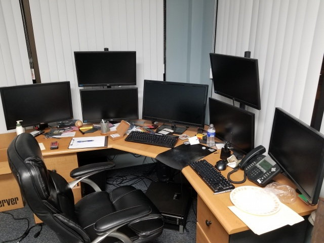 PC_Desk_MultiDisplay111_86.jpg