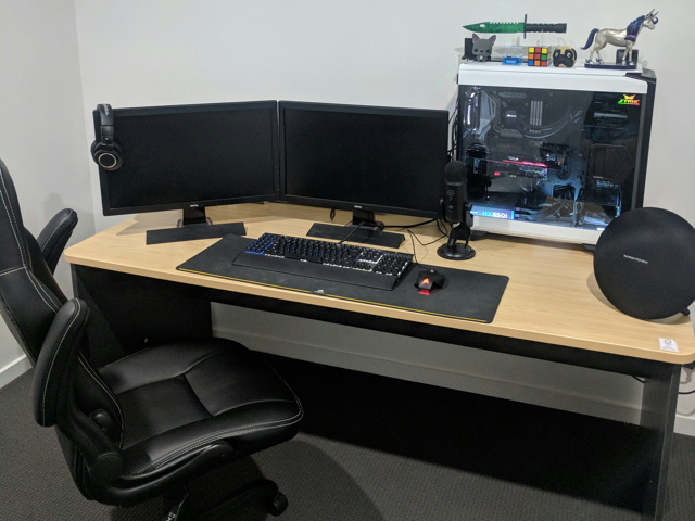 PC_Desk_MultiDisplay111_94.jpg