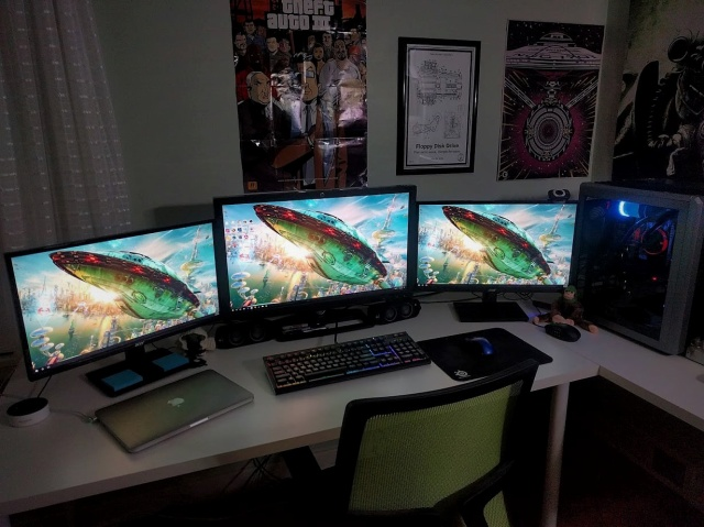 PC_Desk_MultiDisplay112_10.jpg