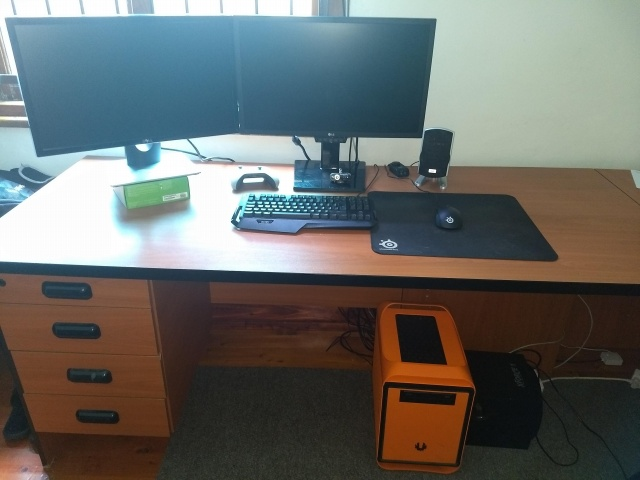 PC_Desk_MultiDisplay112_60.jpg