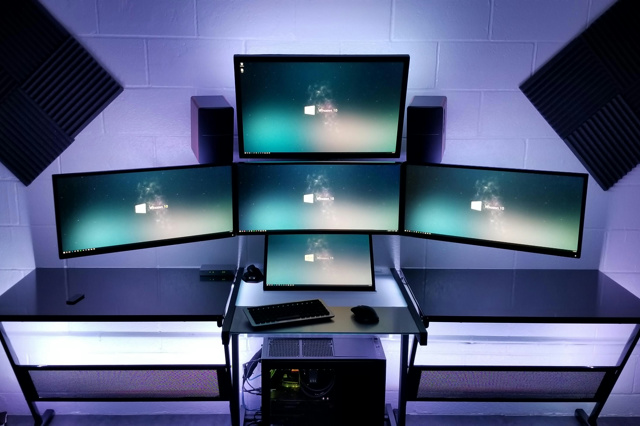 PC_Desk_MultiDisplay112_96.jpg