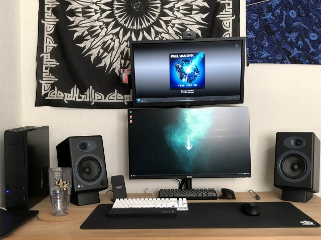 PC_Desk_MultiDisplay113_21.jpg