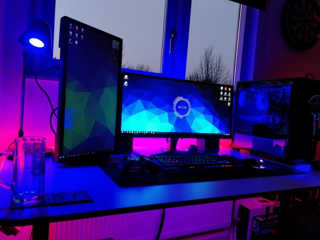 PC_Desk_MultiDisplay113_72.jpg