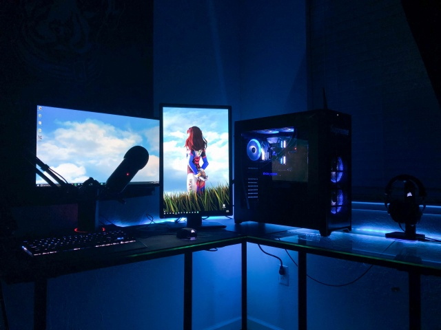 PC_Desk_MultiDisplay113_91.jpg
