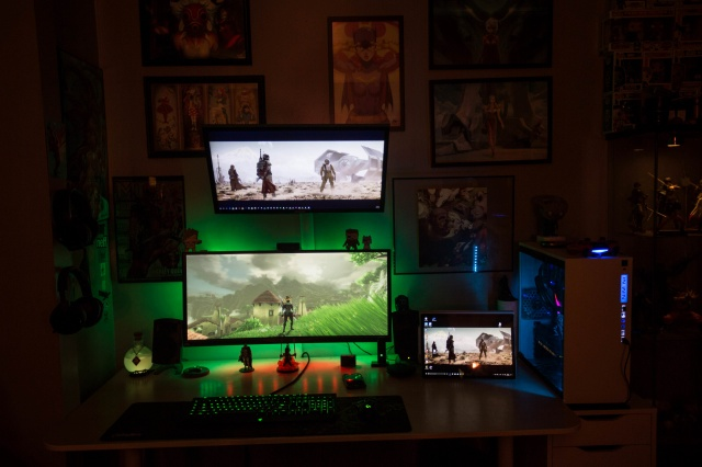 PC_Desk_UltlaWideMonitor27_07.jpg