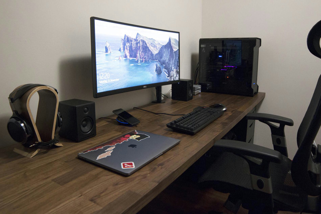 PC_Desk_UltlaWideMonitor27_10.jpg