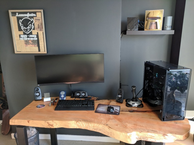 PC_Desk_UltlaWideMonitor27_14.jpg