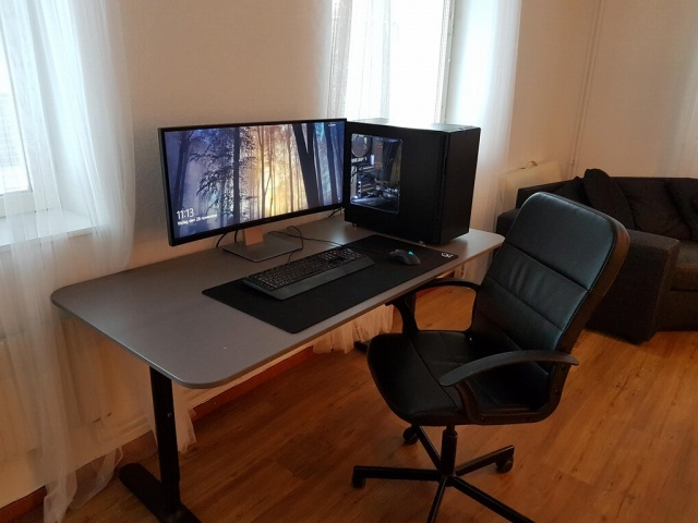 PC_Desk_UltlaWideMonitor27_15.jpg