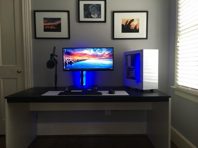 PC_Desk_UltlaWideMonitor27_20.jpg