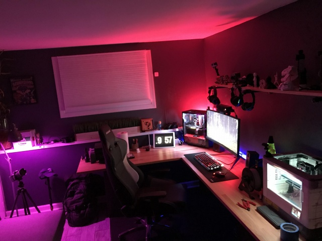 PC_Desk_UltlaWideMonitor27_21.jpg