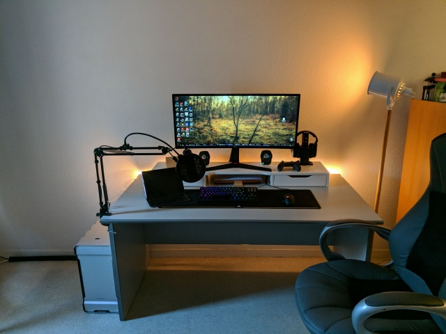 PC_Desk_UltlaWideMonitor27_23.jpg