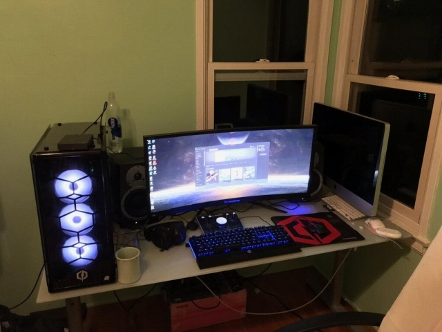 PC_Desk_UltlaWideMonitor27_30.jpg