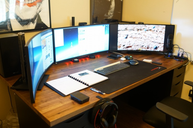 PC_Desk_UltlaWideMonitor27_36.jpg