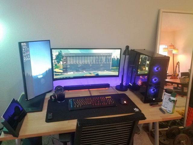 PC_Desk_UltlaWideMonitor27_43.jpg