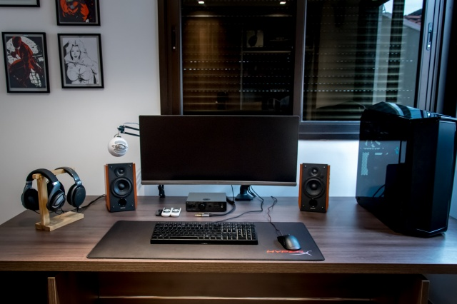 PC_Desk_UltlaWideMonitor27_45.jpg
