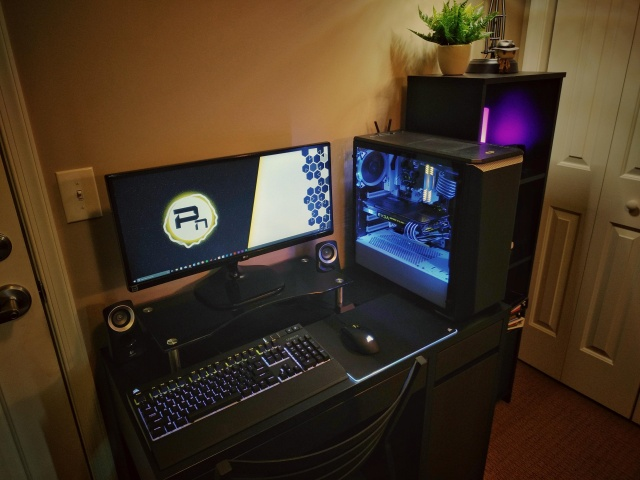 PC_Desk_UltlaWideMonitor27_54.jpg