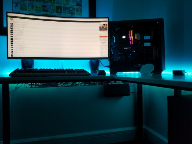 PC_Desk_UltlaWideMonitor27_63.jpg