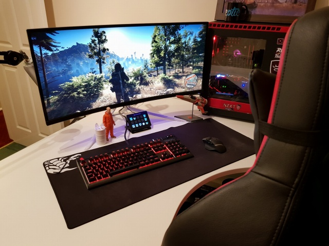 PC_Desk_UltlaWideMonitor27_82.jpg