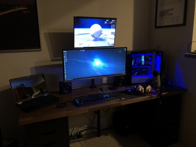 PC_Desk_UltlaWideMonitor27_87.jpg