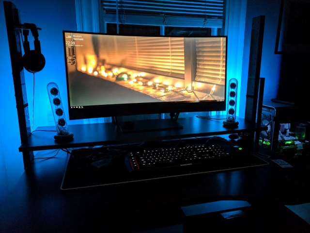 PC_Desk_UltlaWideMonitor27_88.jpg