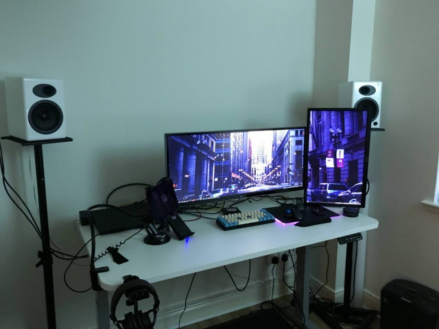 PC_Desk_UltlaWideMonitor27_91.jpg
