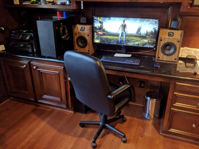 PC_Desk_UltlaWideMonitor27_92.jpg