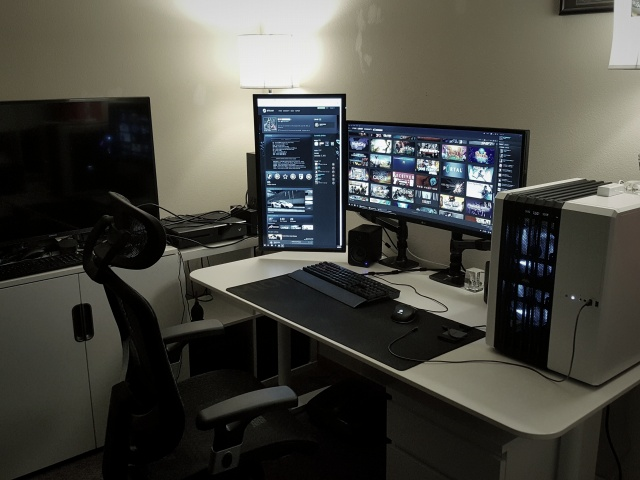 PC_Desk_UltlaWideMonitor27_96.jpg