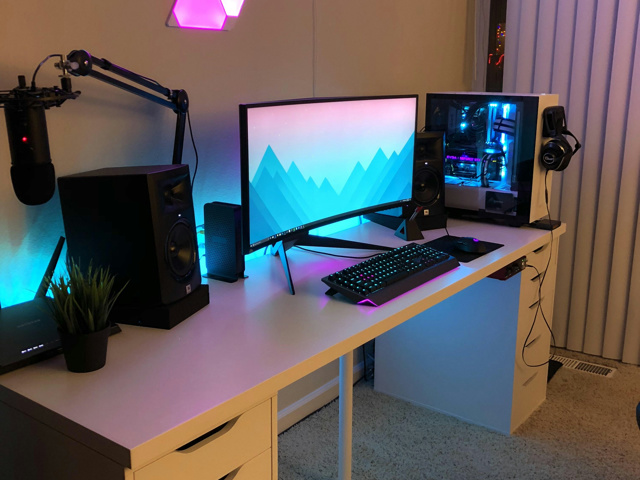 PC_Desk_UltlaWideMonitor27_99.jpg