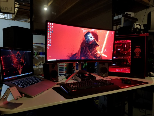 PC_Desk_UltlaWideMonitor28_13.jpg