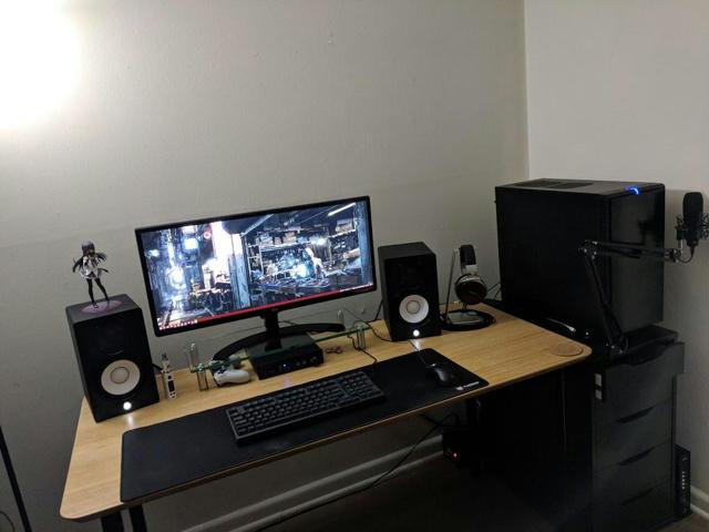 PC_Desk_UltlaWideMonitor28_20.jpg