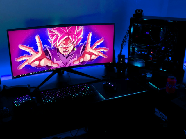 PC_Desk_UltlaWideMonitor28_30.jpg