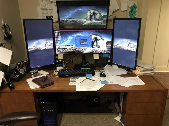 PC_Desk_UltlaWideMonitor28_33.jpg