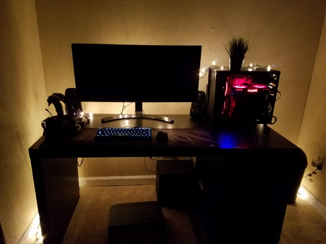 PC_Desk_UltlaWideMonitor28_46.jpg
