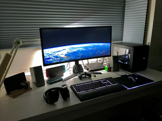 PC_Desk_UltlaWideMonitor28_50.jpg