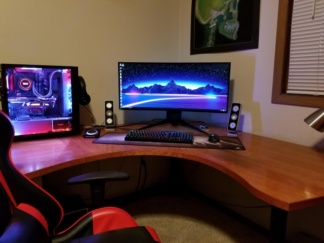 PC_Desk_UltlaWideMonitor28_52.jpg