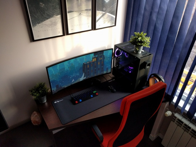 PC_Desk_UltlaWideMonitor28_61.jpg