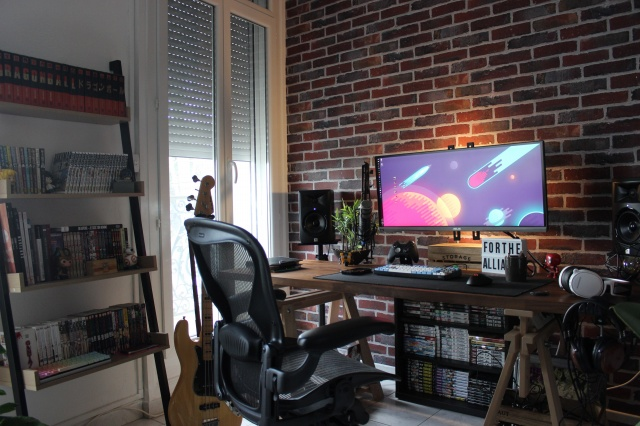 PC_Desk_UltlaWideMonitor28_63.jpg
