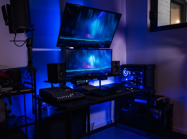 PC_Desk_UltlaWideMonitor28_69.jpg