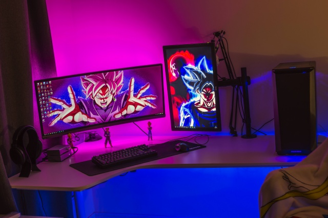 PC_Desk_UltlaWideMonitor28_70.jpg