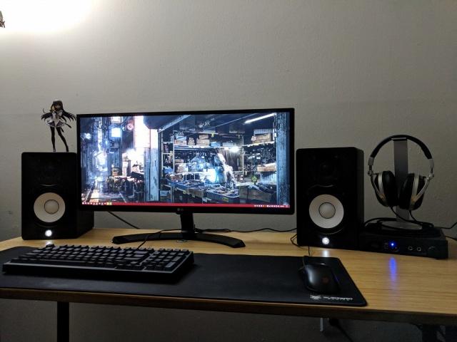 PC_Desk_UltlaWideMonitor28_88.jpg