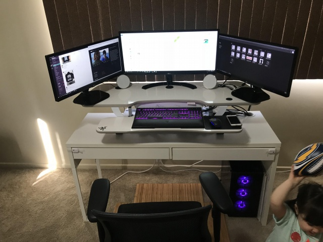 PC_Desk_UltlaWideMonitor28_96.jpg