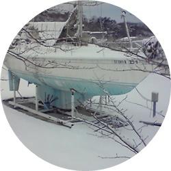 ③雪の中のヨット①